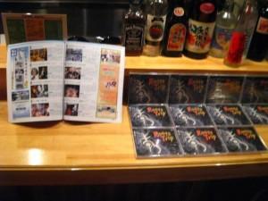 岡山出身とは応援しなくちゃということで CDも並べてもらいました